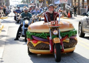 HamburgerHarley - Harry rolls down Main Street